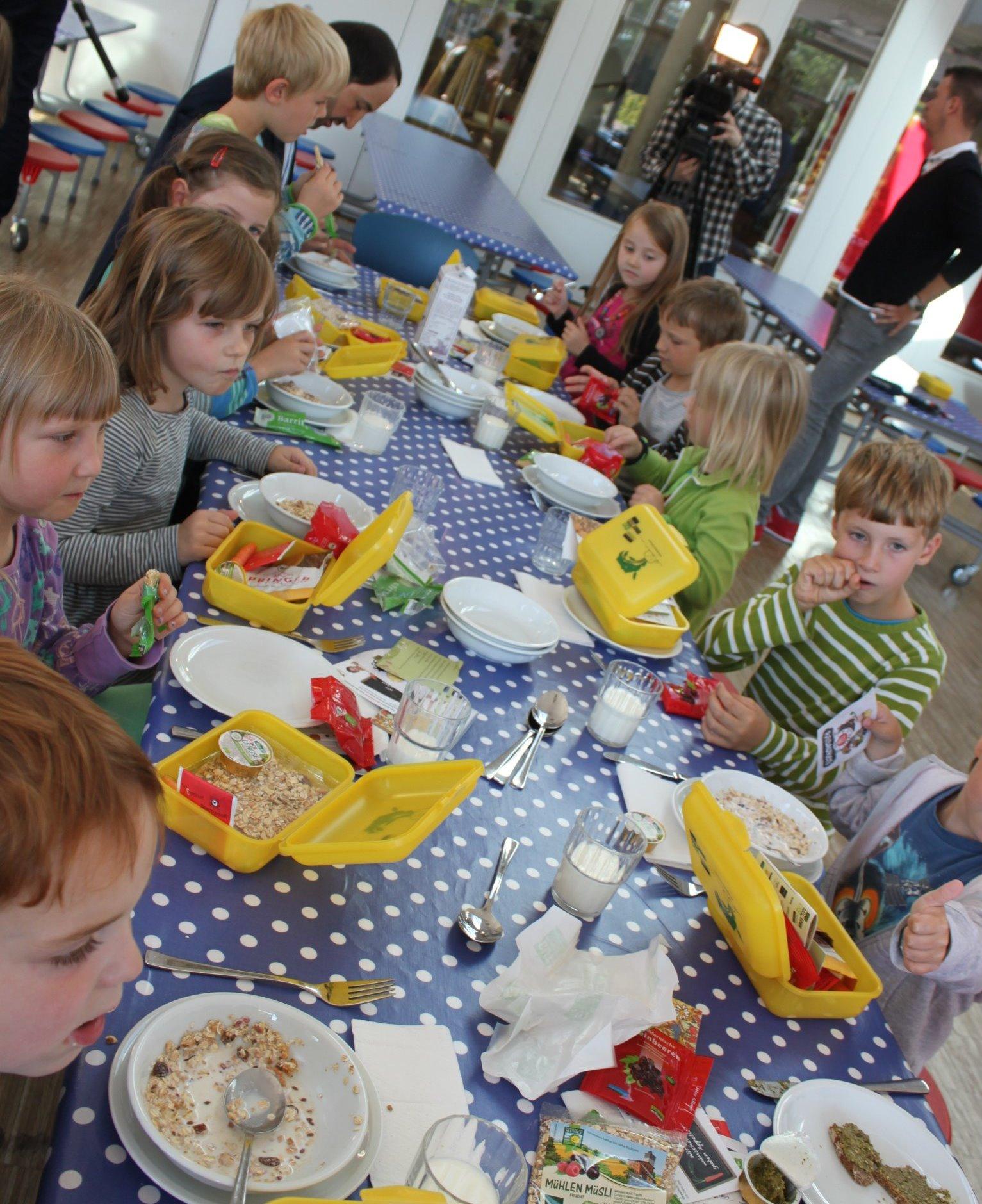 Die Vielzahl an gesunden Lebensmitteln macht das Frühstück mit der Bio-Brotbox immer zu etwas Besonderem. Foto: www.querbeth.de