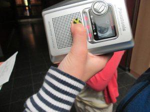 Auch ältere Technik findet Verwendung - selbst wenn zunächst erklärt werden muss, was eine Kassette ist. Foto: Redaktion d. Schülerzeitung 2015