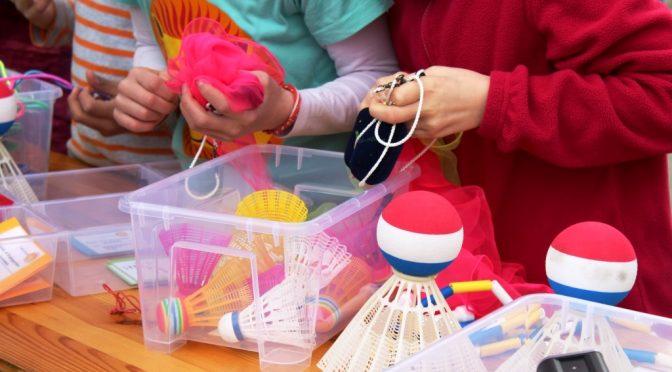 Ausgabe der Spielgeräte auf dem Eröffnungstag des Spielehauses Foto: S. Ahrens