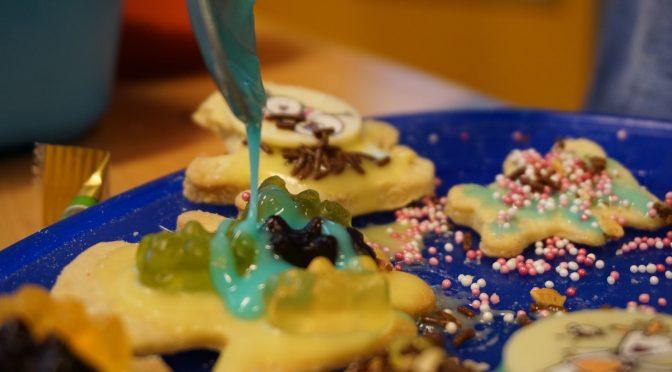 FLY-Väter: Kekse backen in der Schulküche