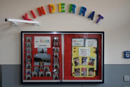 Die Infotafel des Kinderrates am Eingang der Aula - Foto: M Rieger