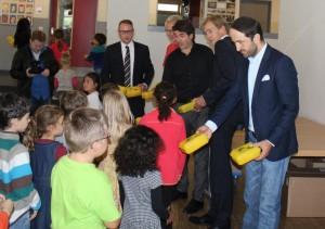 Die Bio-Brotbox gehört an unserer Schule inzwischen zum Schulanfang dazu. Die SchülerInnen freuen sich über gesunde Snacks. Foto: M. Sahin