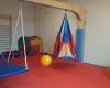 """Der Sogannte """"rote Raum ist ein Therapieraum, der aber von allen Kindern gern besucht wird. bis zu vier Kinder können hier in Begleitung eines Erwachsenen spieloen und Bewegungsabläufe erproben. Foto: M.Rieger"""